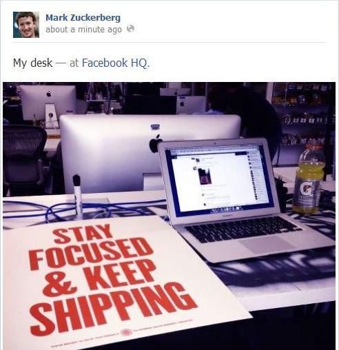 La scrivania di Mark Zuckerberg