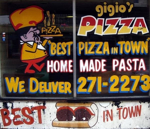 L'insegna di una pizzeria